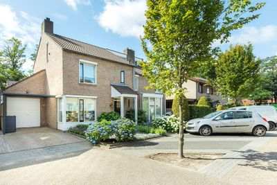 Theo Dobbestraat 8, Best