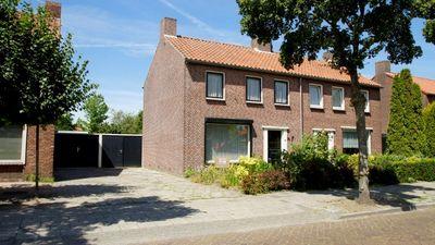 Ruysdaelstraat 24, Rijen