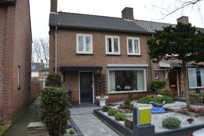 Esdoornstraat 15, Oudenbosch