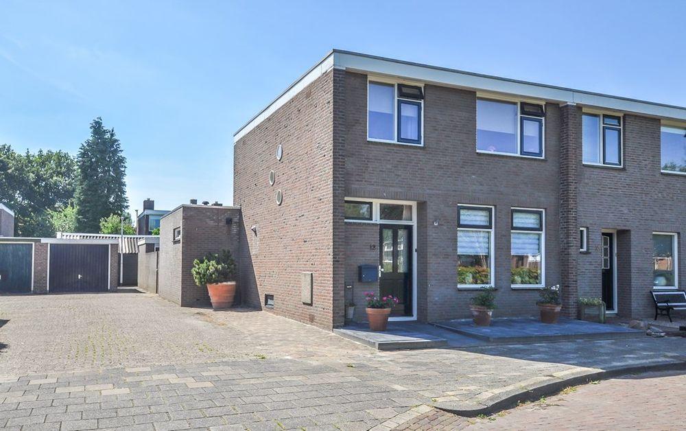 Sneeuwbesstraat 12, Hoogeveen