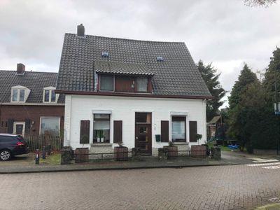 Dorpsstraat, Budel