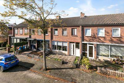 Prunuslaan 12, Roosendaal