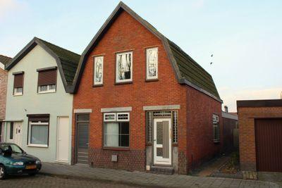 Eikenstraat 2, Sas van Gent