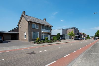 Burg. Van Houtstraat 69, Budel