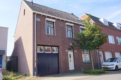 Kapelaan Goossensstraat 4, Echt