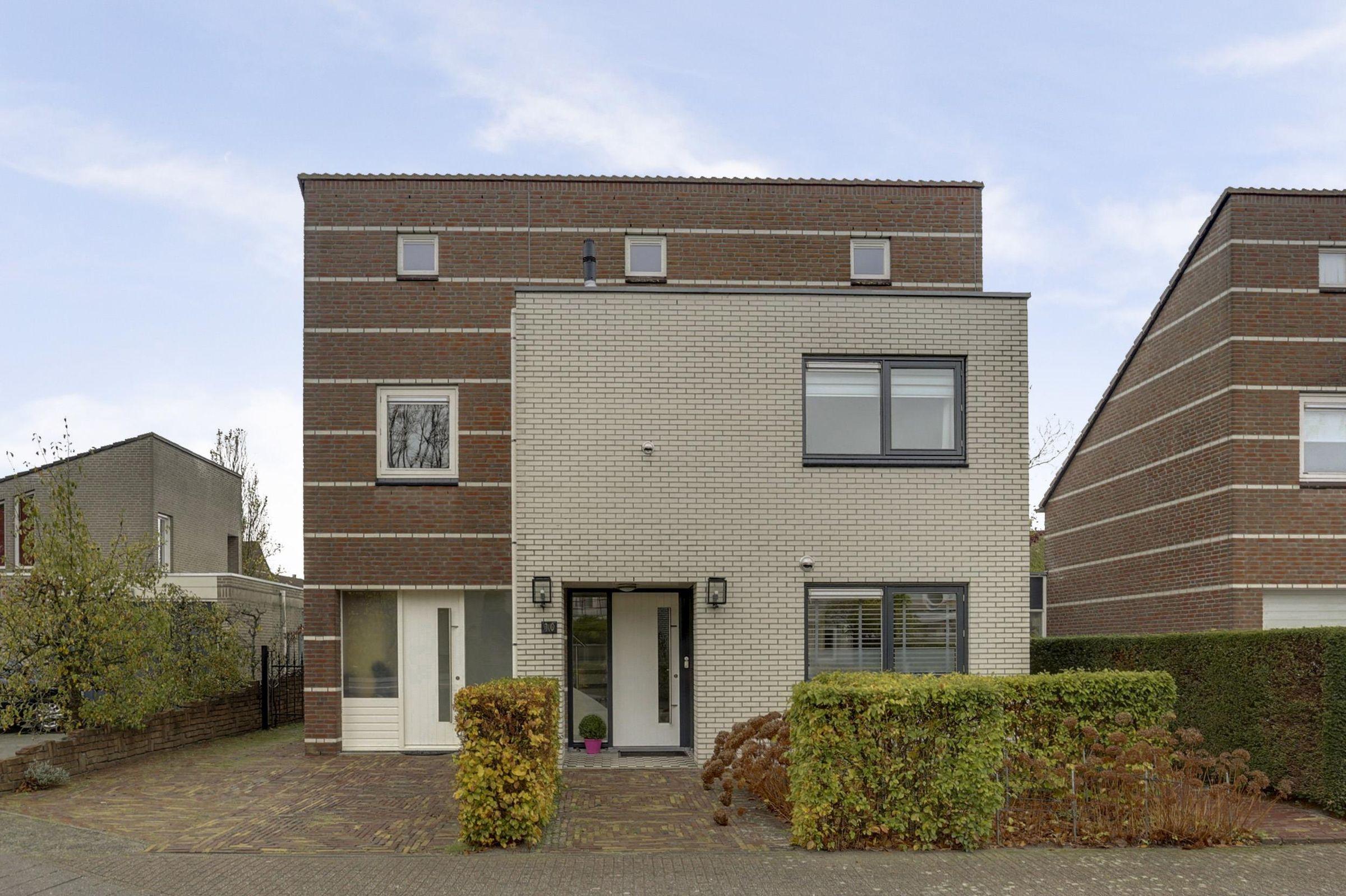 Karveel 10, Oosterhout