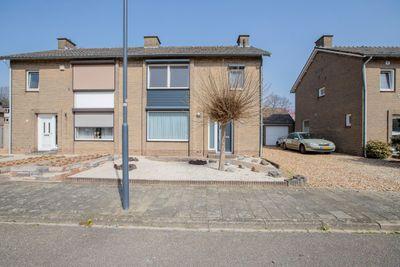 Karel Van De Woestijnestraat 9, Sittard