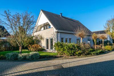 Rietland 8, Hoogeveen