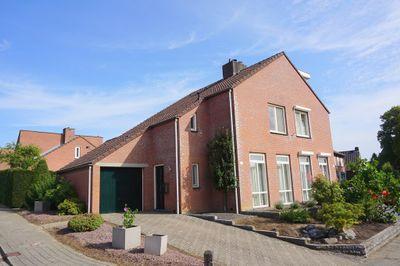 Rector Hendrixstraat 33, Maasbracht
