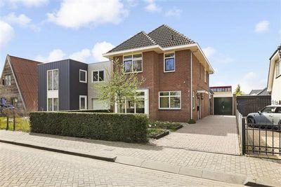 Tinastraat 4, Almere