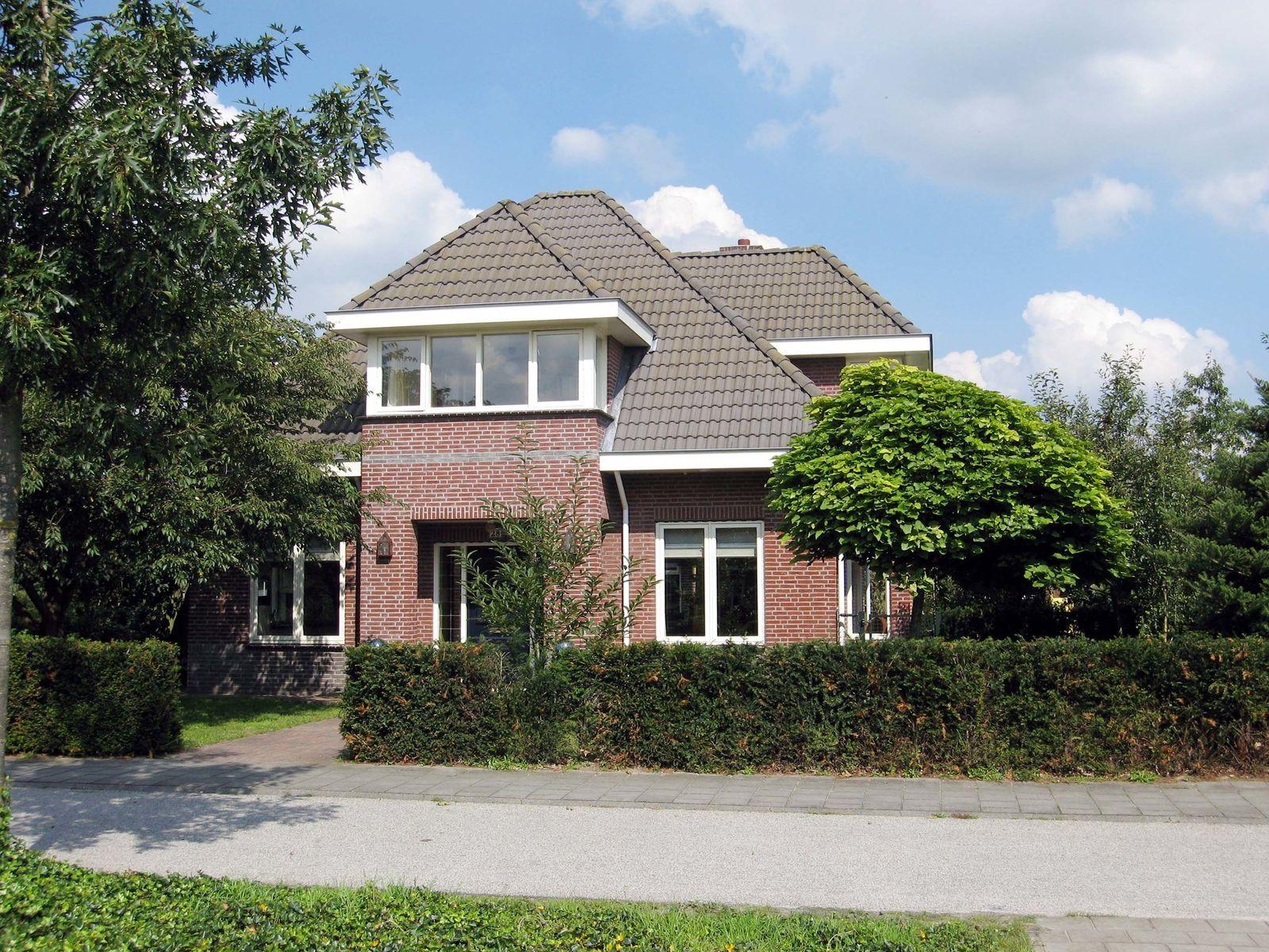 Coendersberglaan 28, Helmond