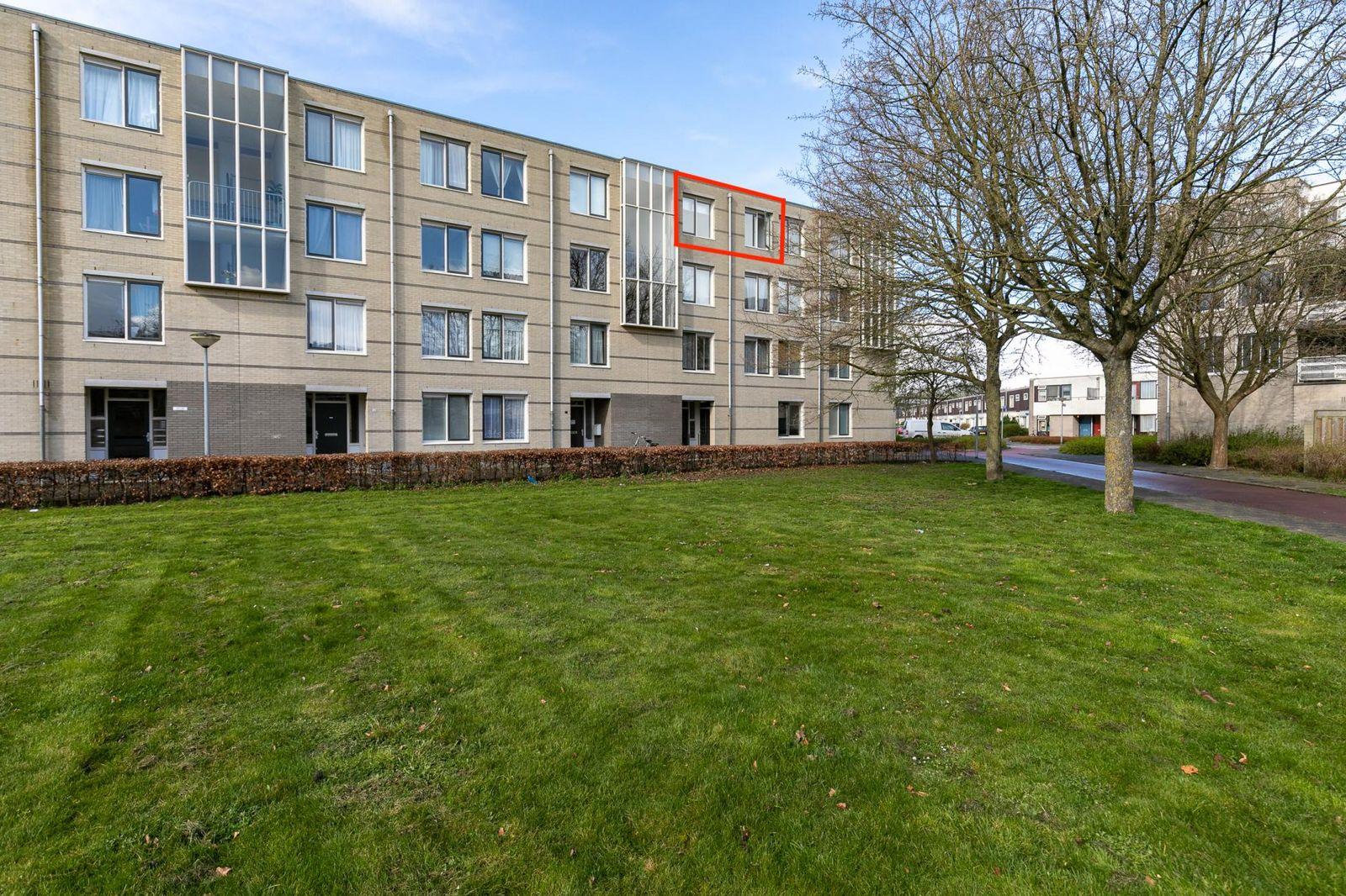 J.T.P. Bijhouwerhof 17, Almere