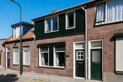 Radda Barnenstraat 3, Sint-maartensdijk