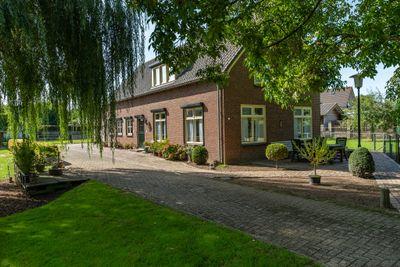 Uithovensestraat 35, Hedel