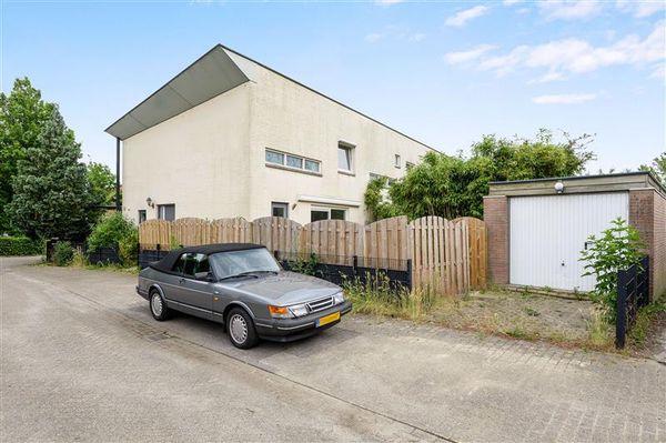 Karmozijnhof 31, Almere