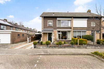 Bachstraat 24, Halsteren