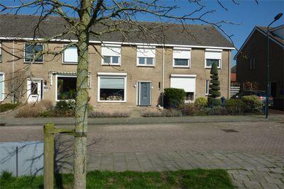Van der Duyn van Maasdamstraat 13, Almkerk