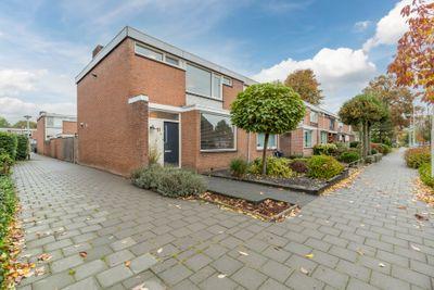 Van Goghlaan 11, Roosendaal