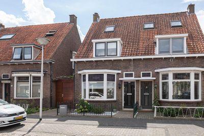 Admiraal de Ruyterstraat 15, Sliedrecht