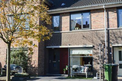 Vrouwe Van Loonstraat 37, Maasdijk