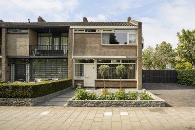 Jacob van Lennepkade 8, Gouda