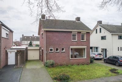 Veldstraat 84, Stramproy