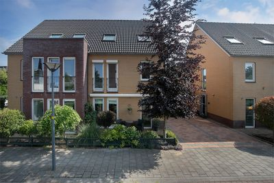 Navona 48, Hoofddorp