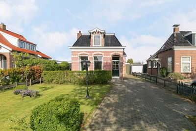 Stationsweg 32, Grou