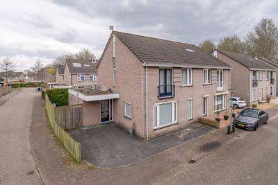Nijvergouw 40, Almere