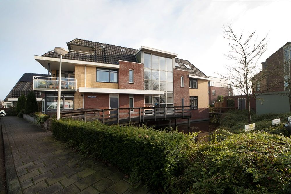 Hoge Rijndijk, Nieuwerbrug aan den Rijn