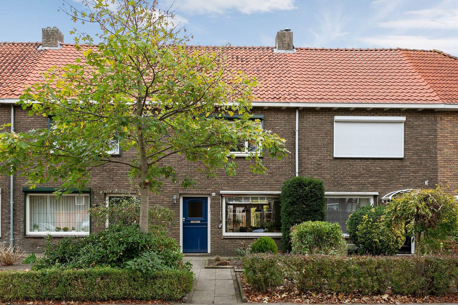 Burgemeester van Houtlaan 64, Helmond