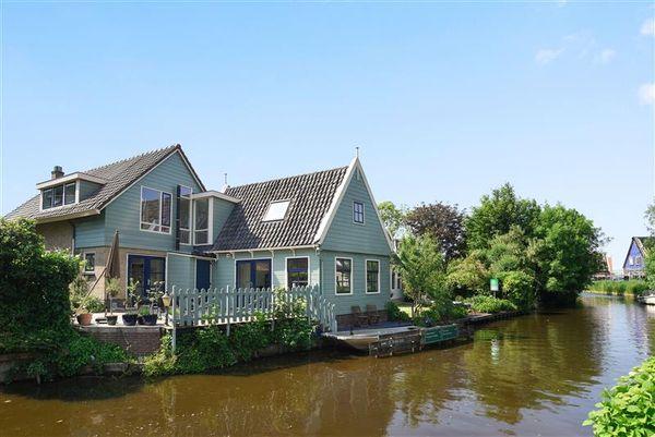 Roomeinde 32a, Broek in Waterland