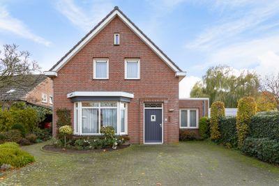 Burg. Van Houtstraat 84, Budel