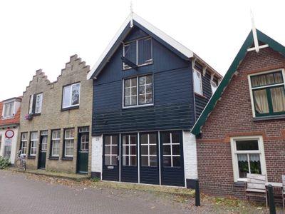 Burgwal 29, Den Burg