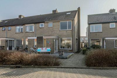 Dolfijnstraat 11, Nieuwerkerk