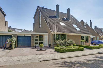 Zwaanwijk 8, Zwijndrecht