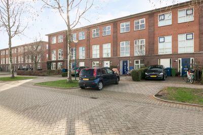 Edelsteen 186, Houten