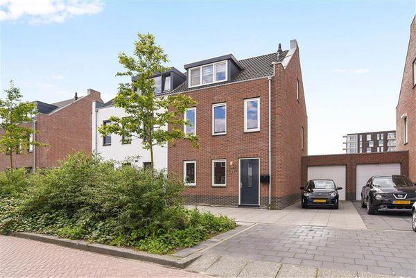 Batikstraat 11, Almere