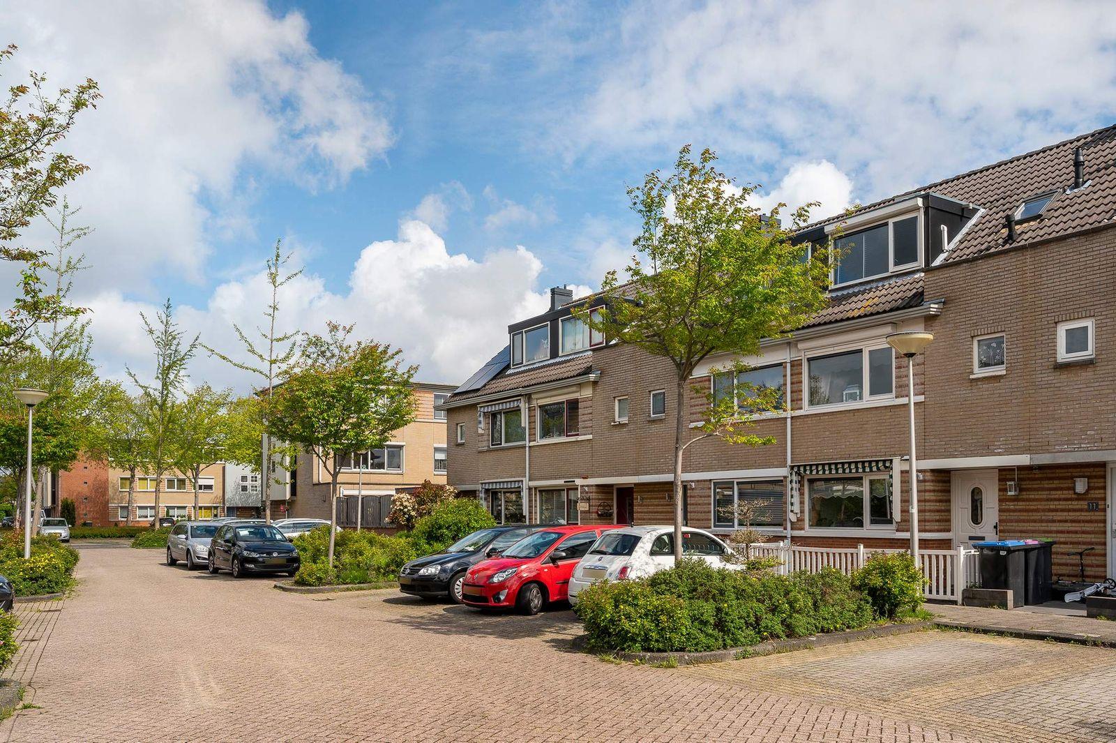 Clare Lennartstraat 9, Spijkenisse