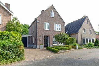 Constantijnstraat 15, Mierlo