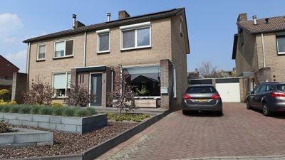 Pastoor Joostenstraat 2, Velden