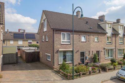 Nachtegaallaan, Nachtegaallaan 32, 5702KN, Helmond, Noord-Brabant