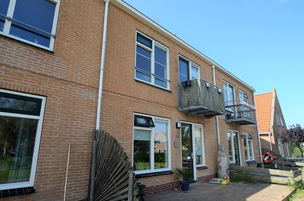 Rozenland 39, Midsland