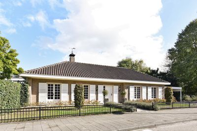 Bachlaan 11, Helmond