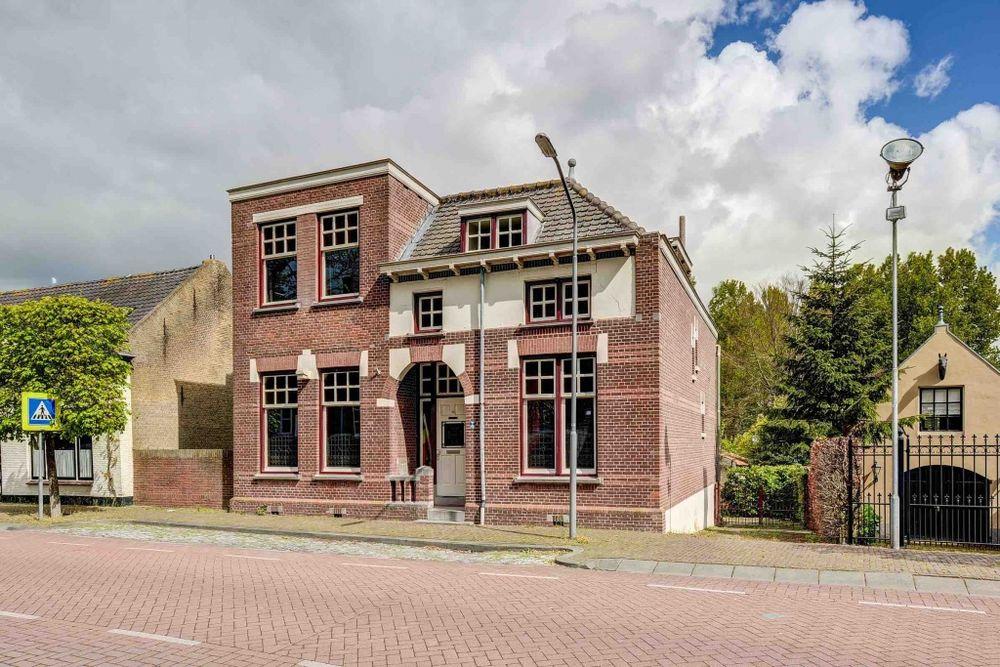 Raadhuisstraat 10, Hooge Zwaluwe