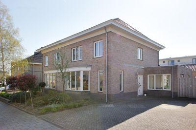 Graaf Reinaldstraat 6, Zaltbommel