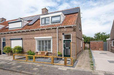 Pieter Biggestraat 28, Ooltgensplaat