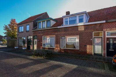 Leeuwstraat 16, Halsteren
