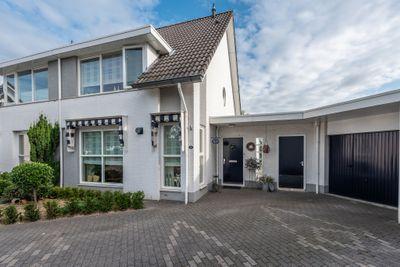 Valeriaanbeek 10, Helmond