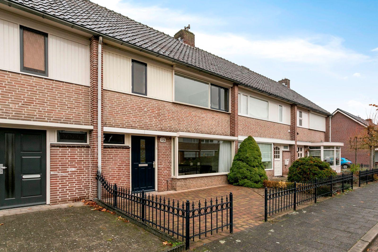 Elzehoutstraat 15, Helmond
